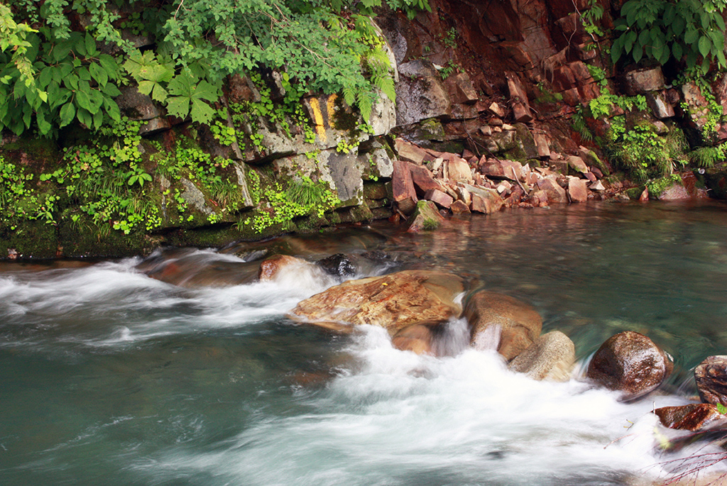 綺麗な川の流れと音だけで癒される
