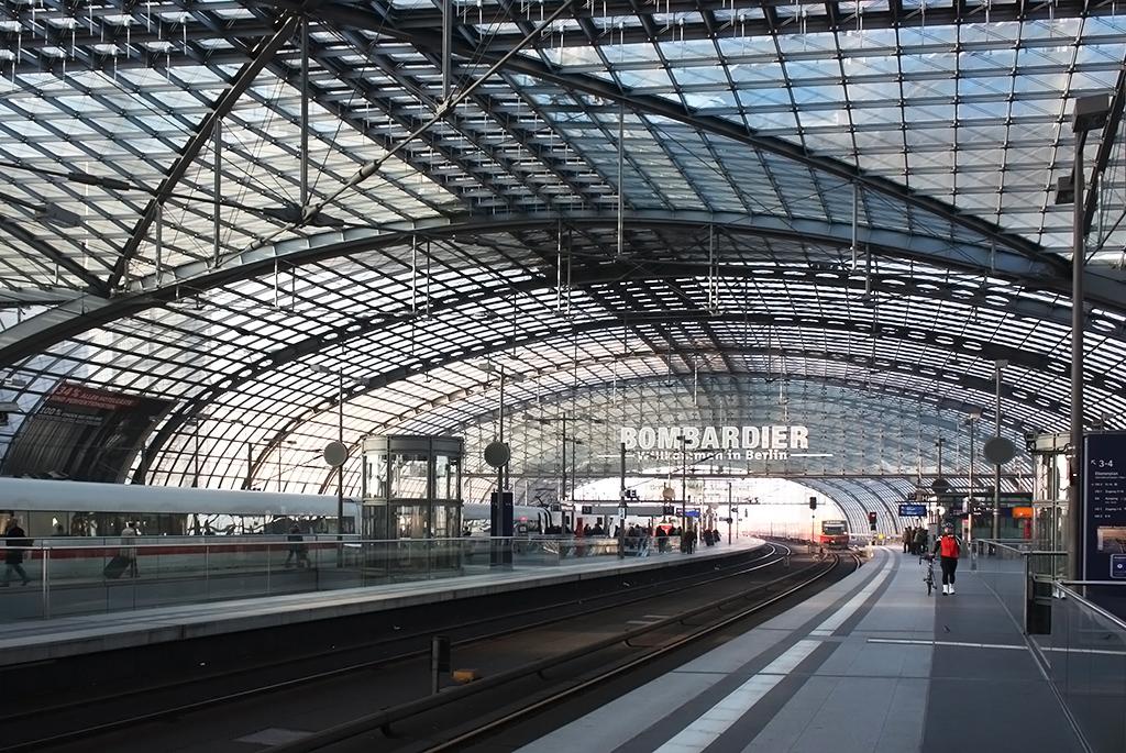 出会いと別れを彩り、新たな時代を築く「ベルリン中央駅」