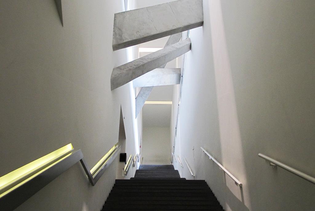 3階博物館のメイン展示場に通じる階段