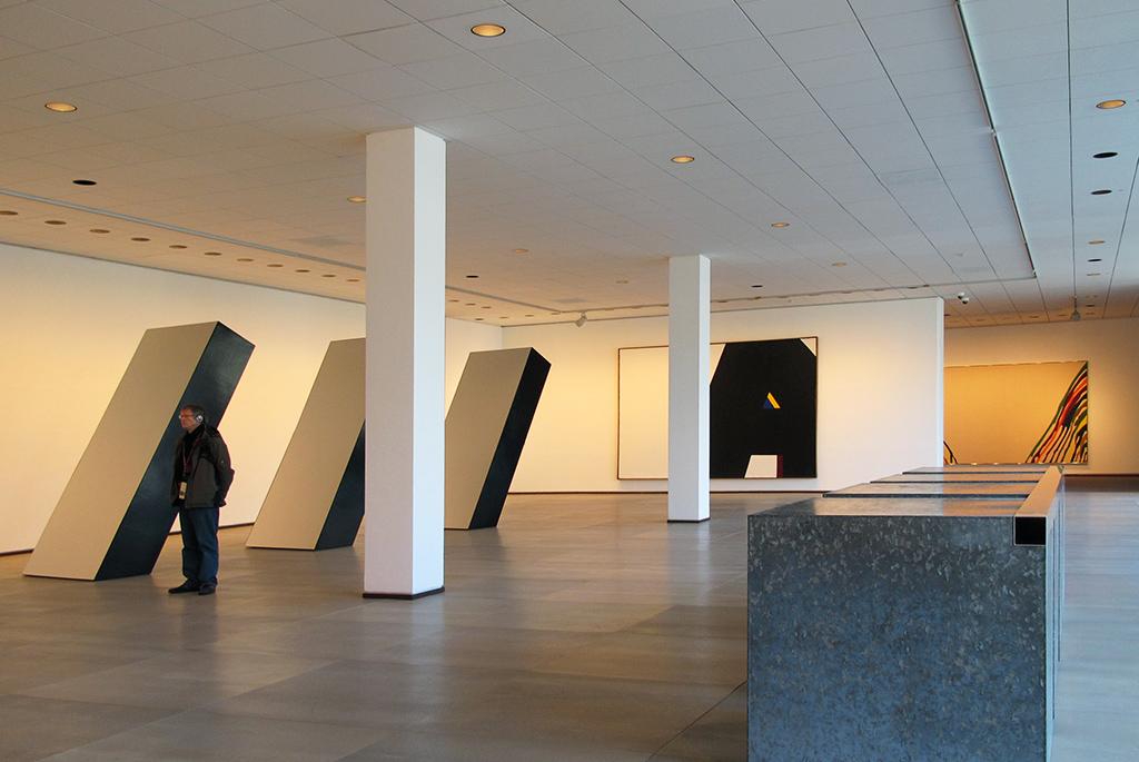 広く作品がとても見やすい地下の展示室