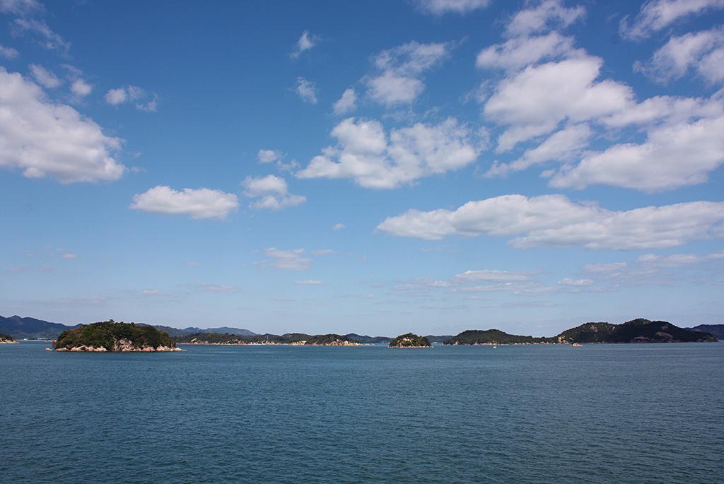 船上から眺める瀬戸内海の景色