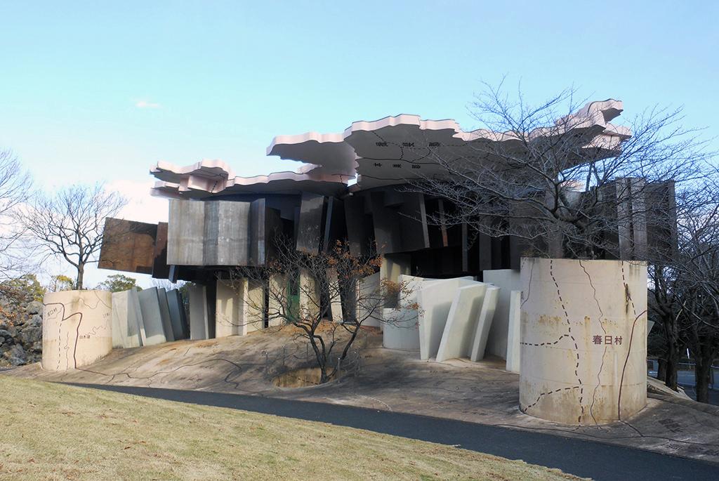 通路や家具の配置が無視された「極限で似るものの家」