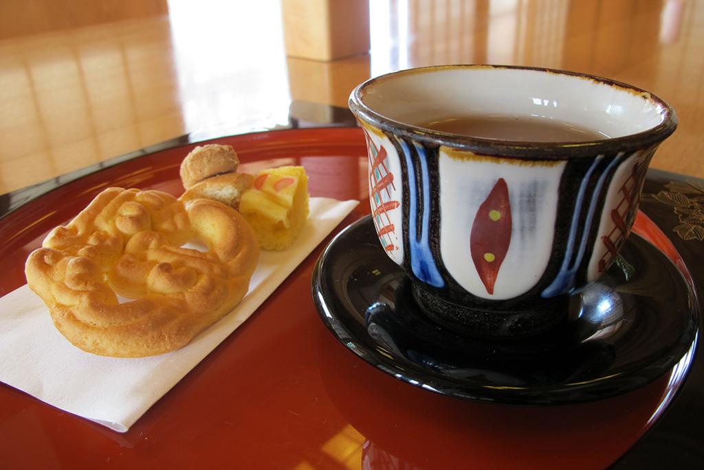 琉球菓子とさんぴん茶で一休み