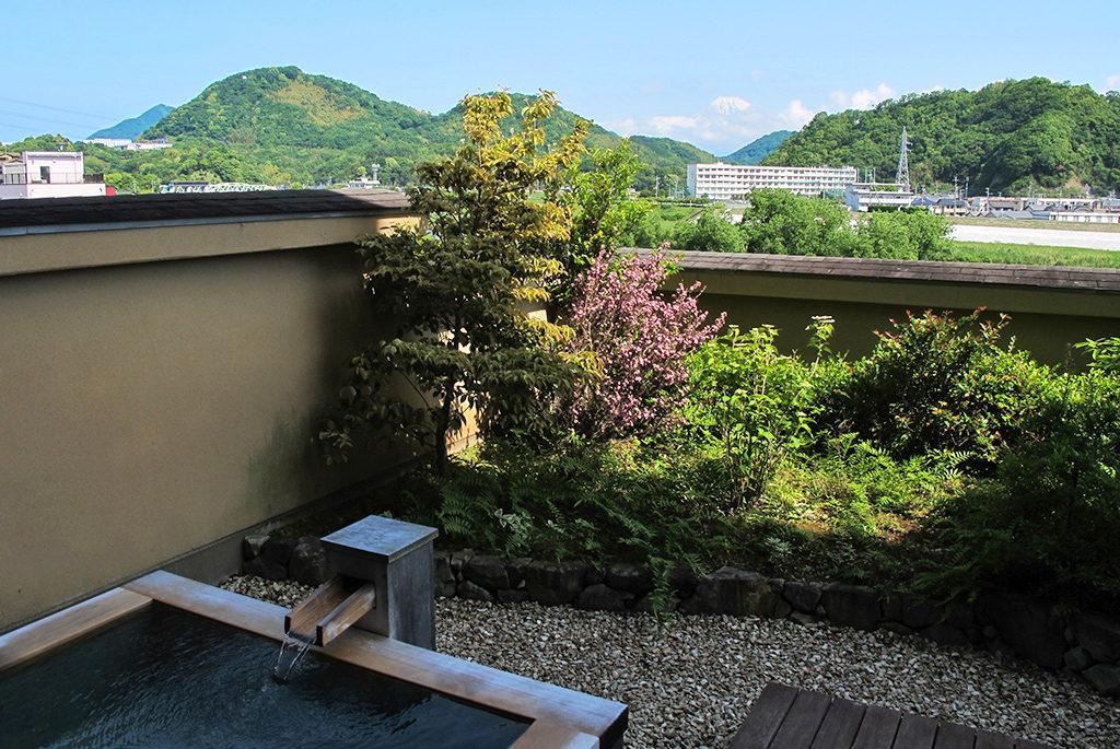 露天風呂付客室から富士山を眺望できる伊豆長岡の宿「彩峰」