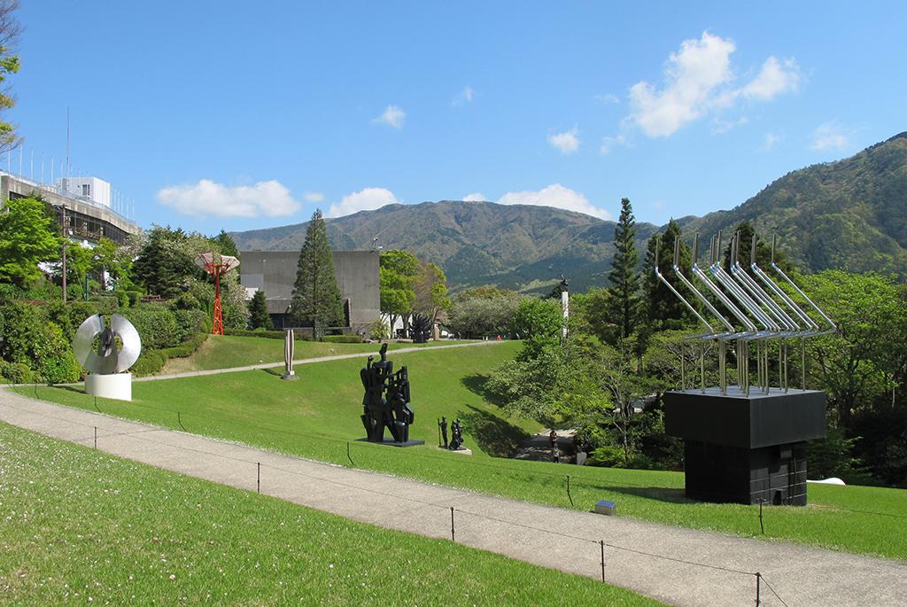 散策気分で彫刻を鑑賞できる「箱根 彫刻の森美術館」