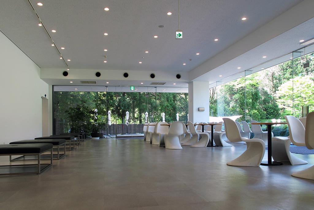 2階にギャラリーも併設されたミュージアムカフェ
