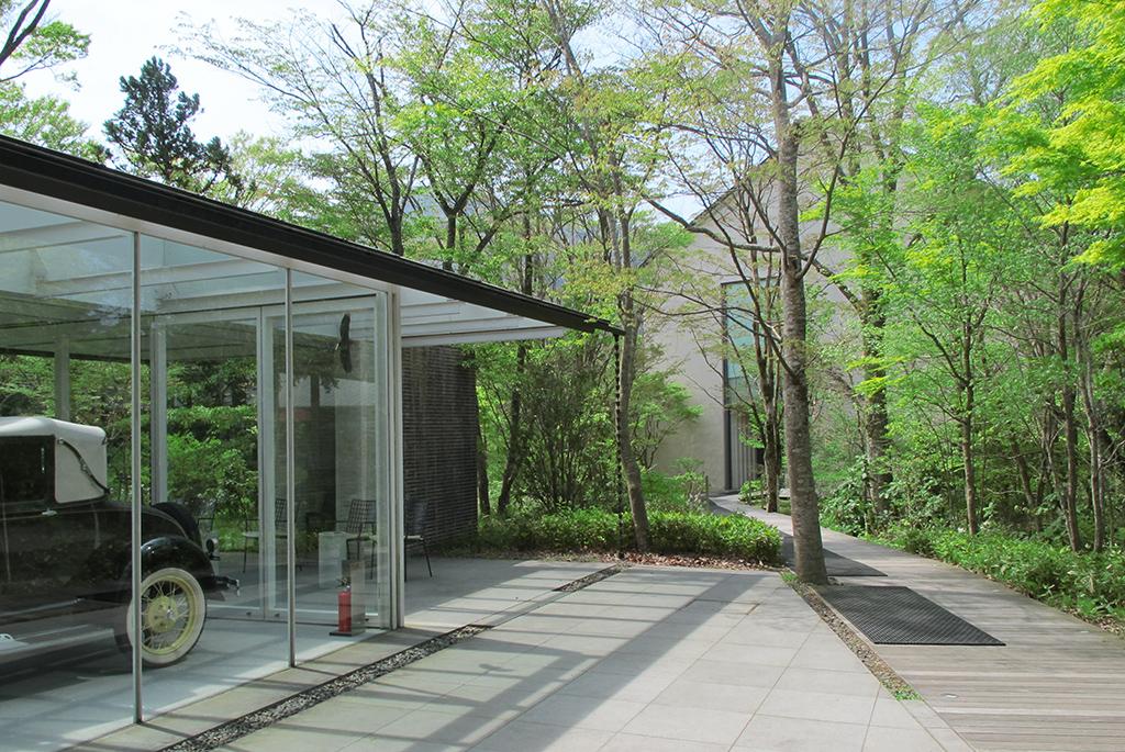 自然の中にひっそりと佇む美術館