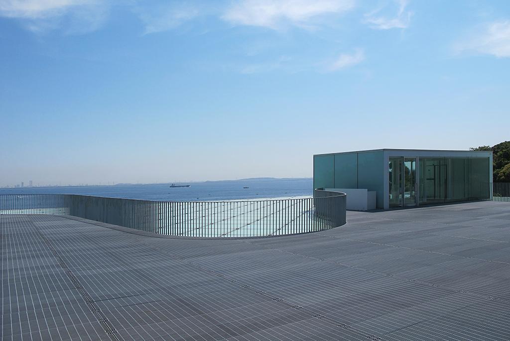 東京湾を一望できる屋上広場
