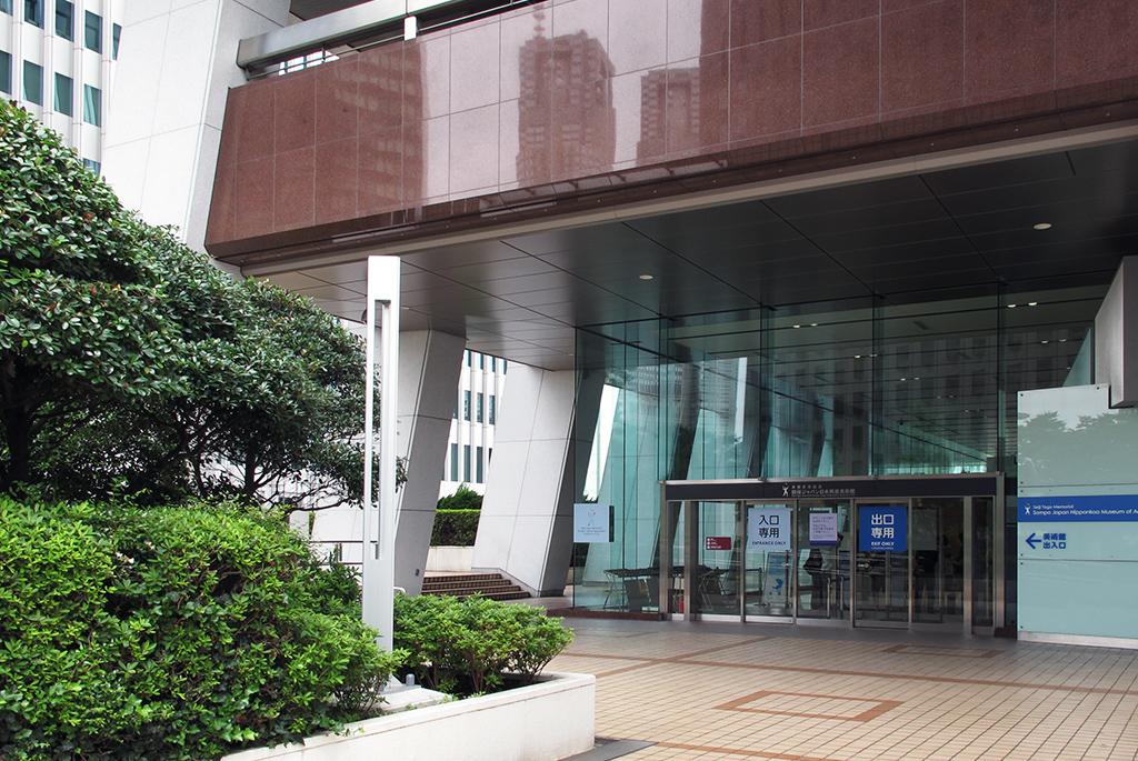 損保ジャパン日本興亜本社ビル1階の入口