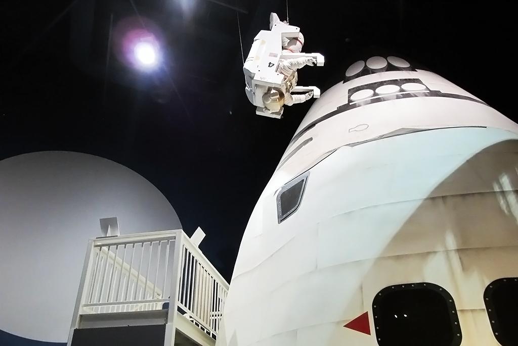 スペースシャトル「エンデバー」の実物大模型