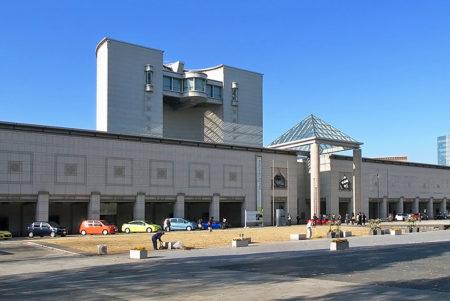 丹下健三設計の横浜を代表する美術館「横浜美術館」