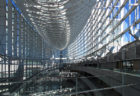 ガラスアトリウムに圧倒される丸の内「東京国際フォーラム」