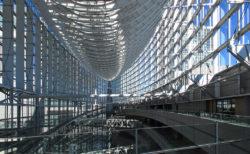 ガラスアトリウムに圧倒される「東京国際フォーラム」