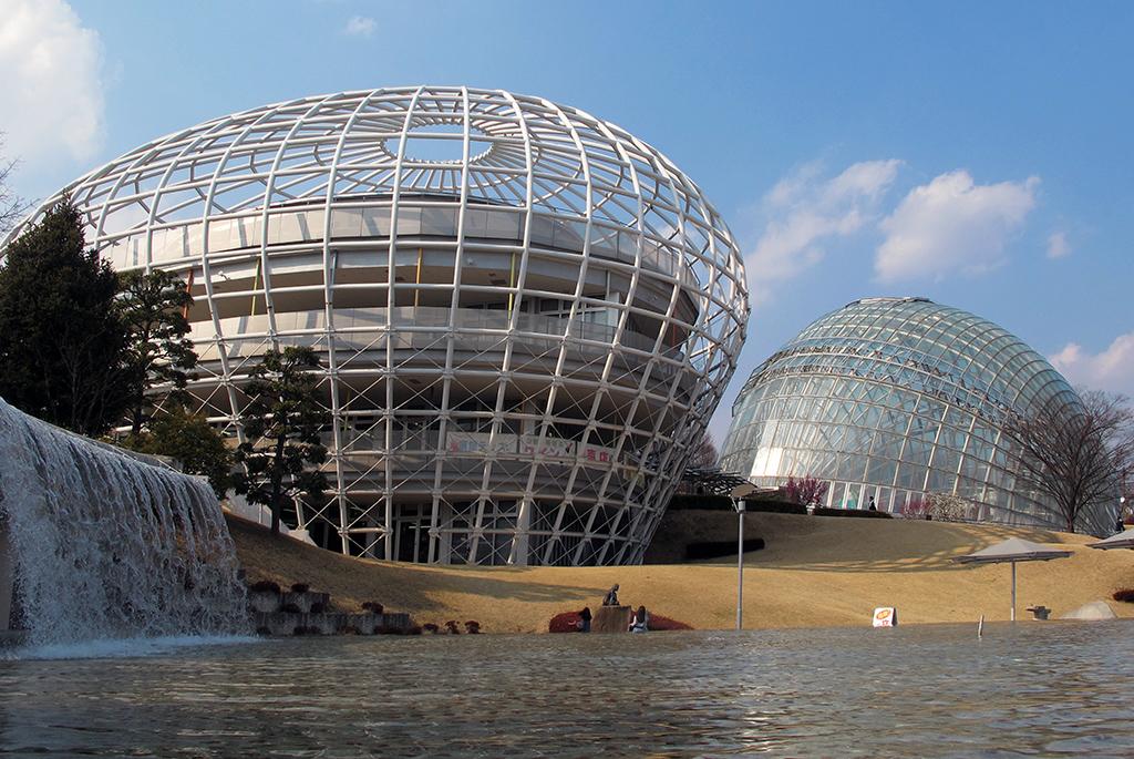 長谷川逸子設計の果物ドーム「山梨県笛吹川フルーツ公園」