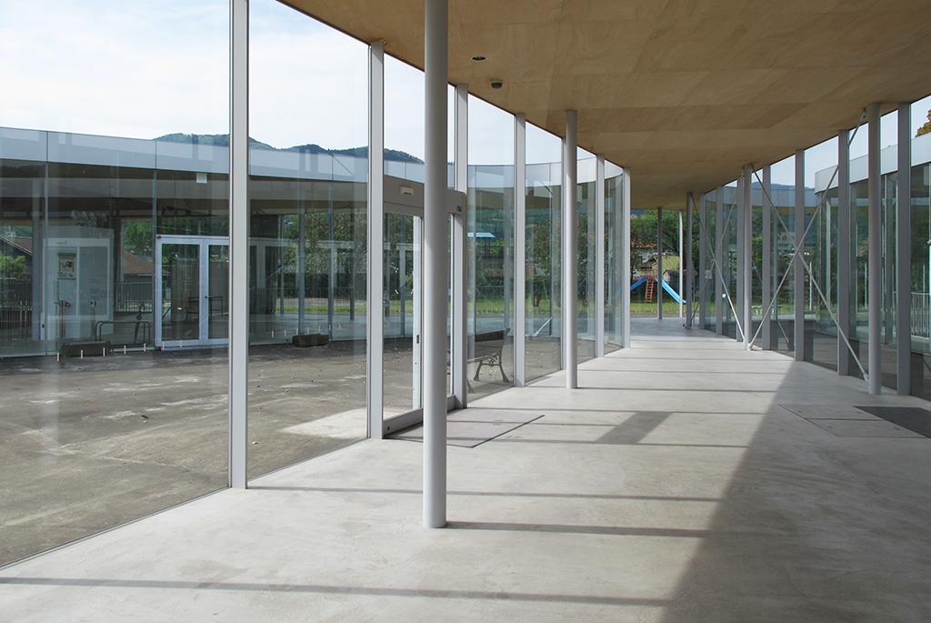 建物内から見渡す景色