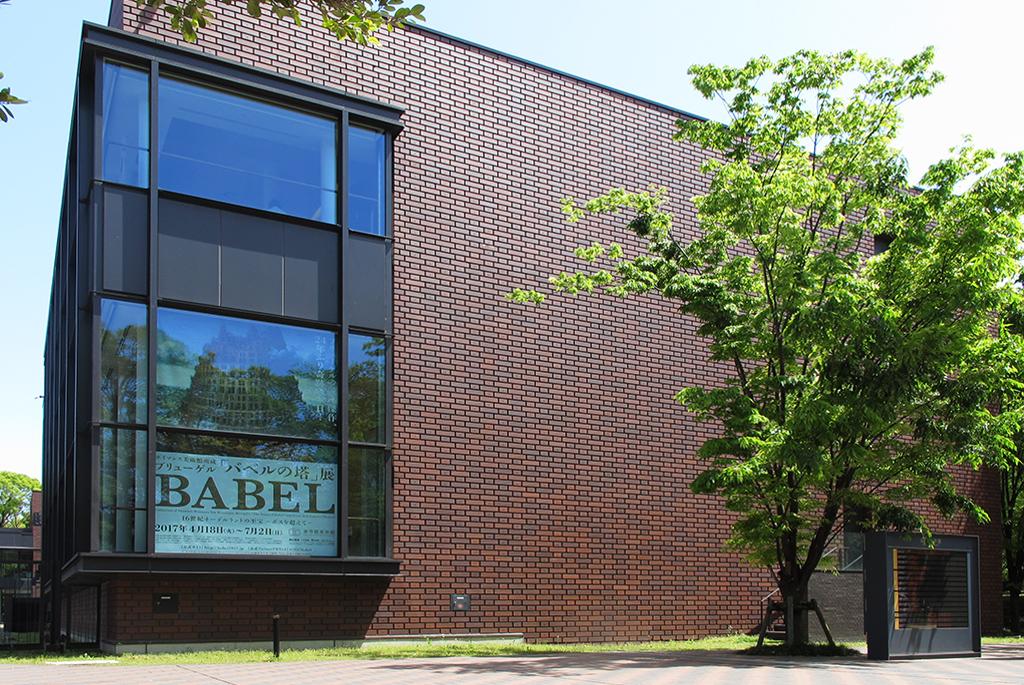 「バベルの塔」展が開催されている企画棟