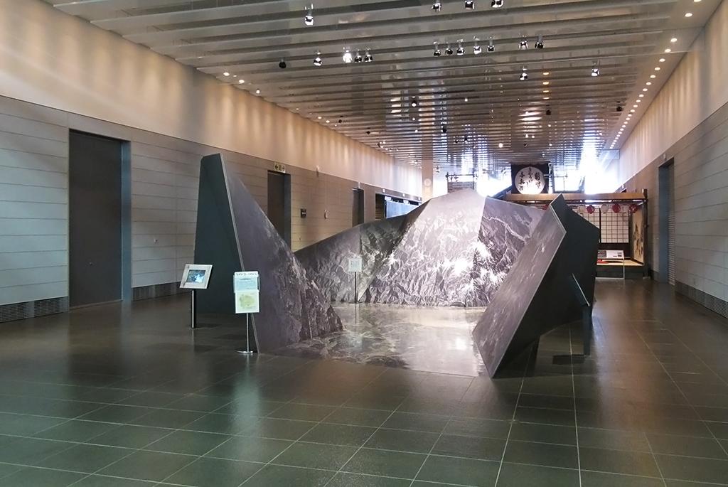 衛星写真の立体模型「山梨の舞台」