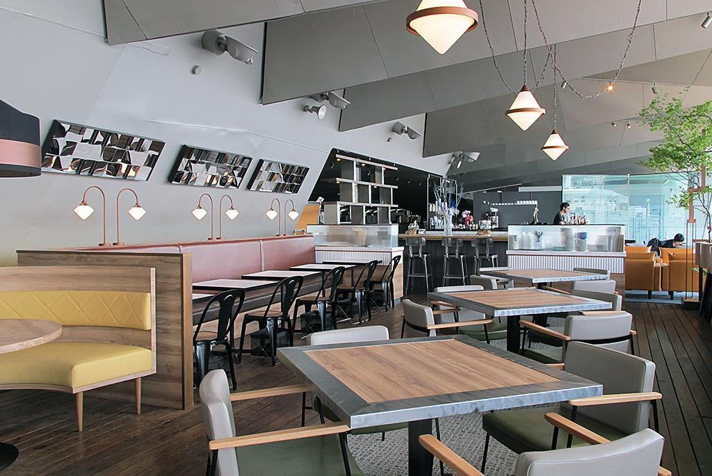 コーヒースタンドが併設している「cafe & dining blue terminal」