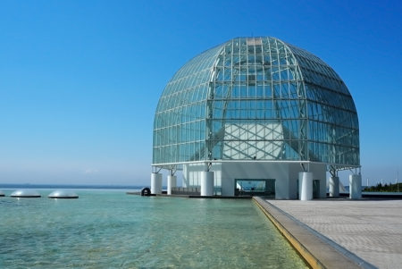 世界の海を谷口吉生が設計した江戸川「葛西臨海水族園」