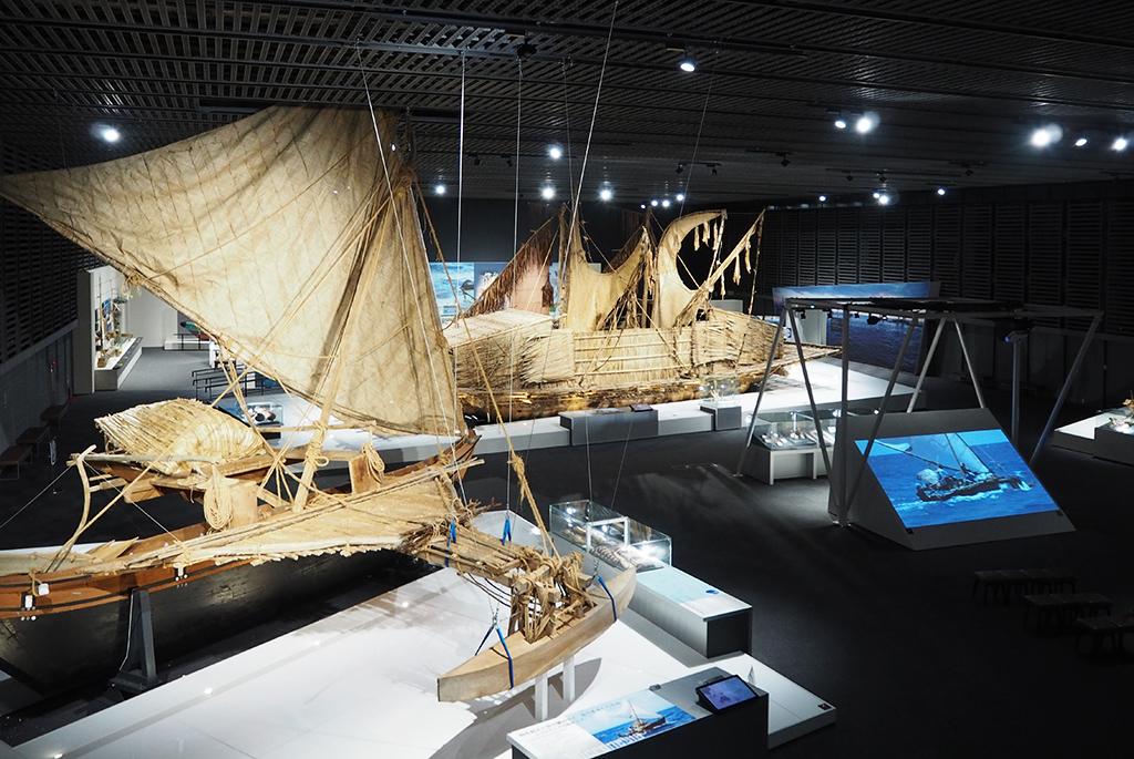 「海が結んだ交流」を象徴する大型カヌー
