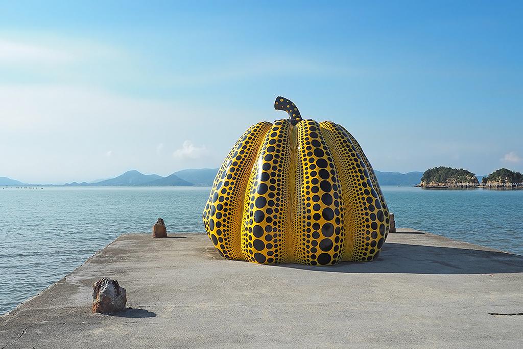 アートが新しい風景をつくる、直島「ベネッセハウス周辺」