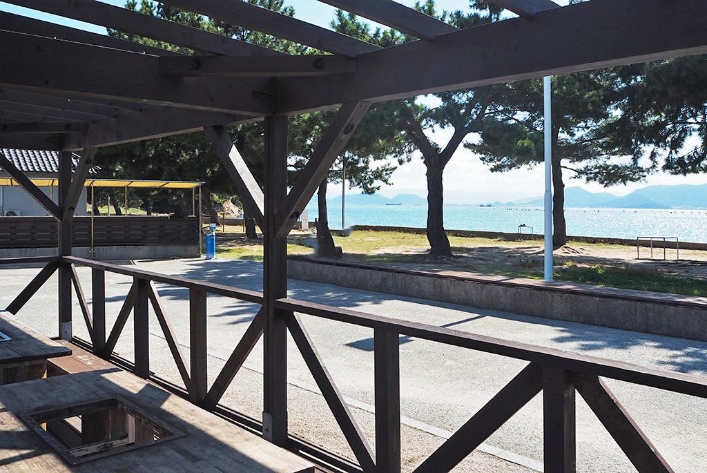 海を眺めながらまったりできる「つつじ荘 カフェ」
