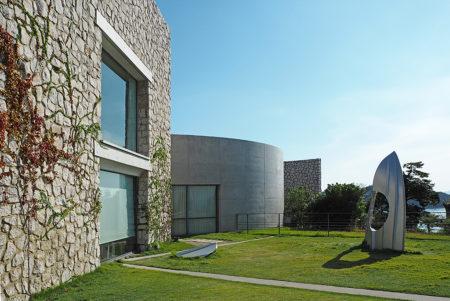 美術館の境界を越える、直島「ベネッセハウス ミュージアム」