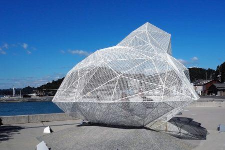 現代アートの島、直島のエントランス「宮浦港」