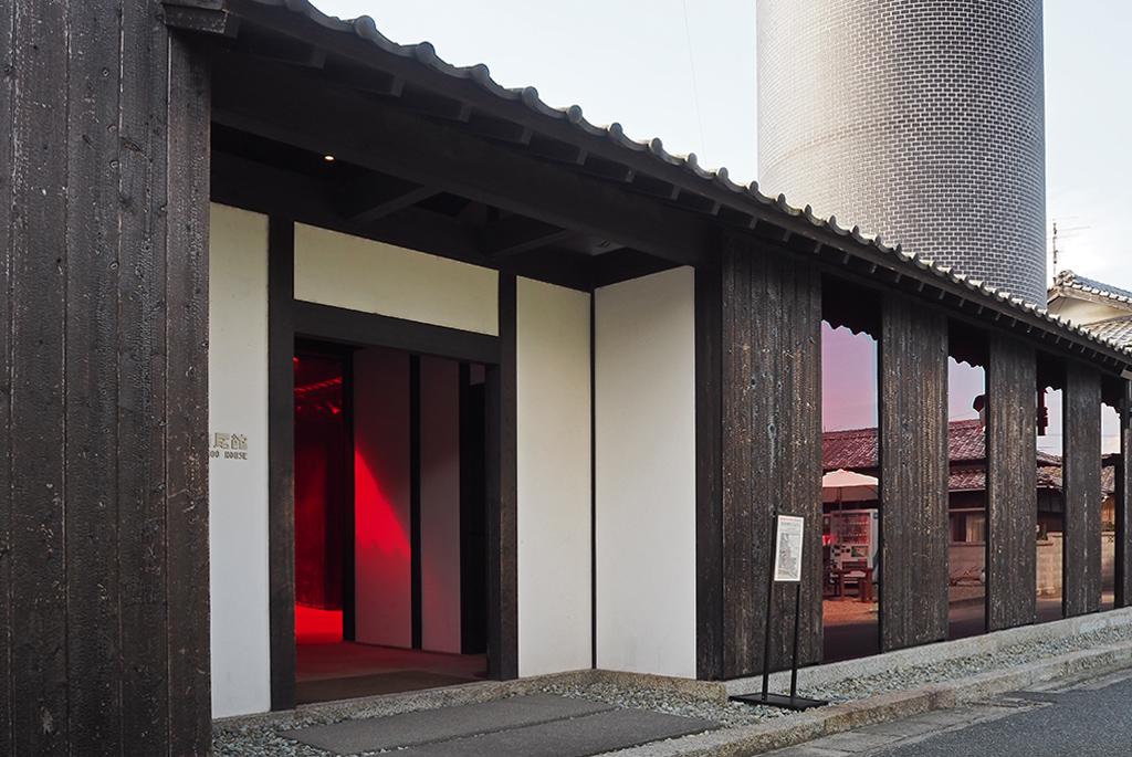 横尾忠則の死生観を体感できる「豊島横尾館」
