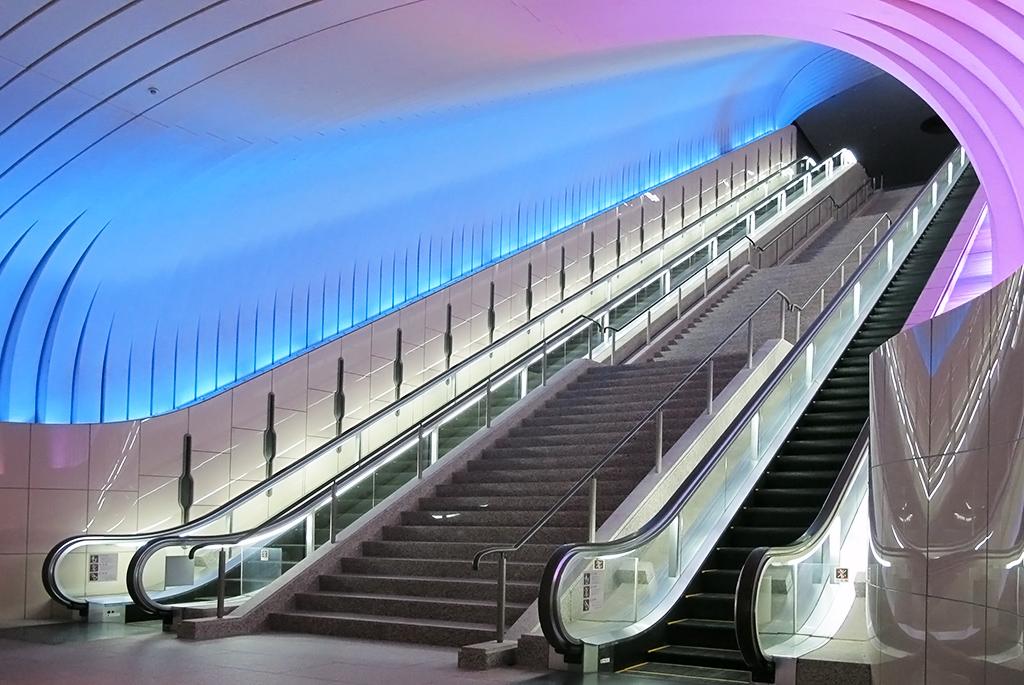 異次元への入り口のようなエスカレーターが特徴の「MOA美術館」