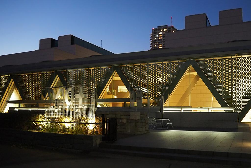 新たなサインで街と繋がる三好「東京都現代美術館」