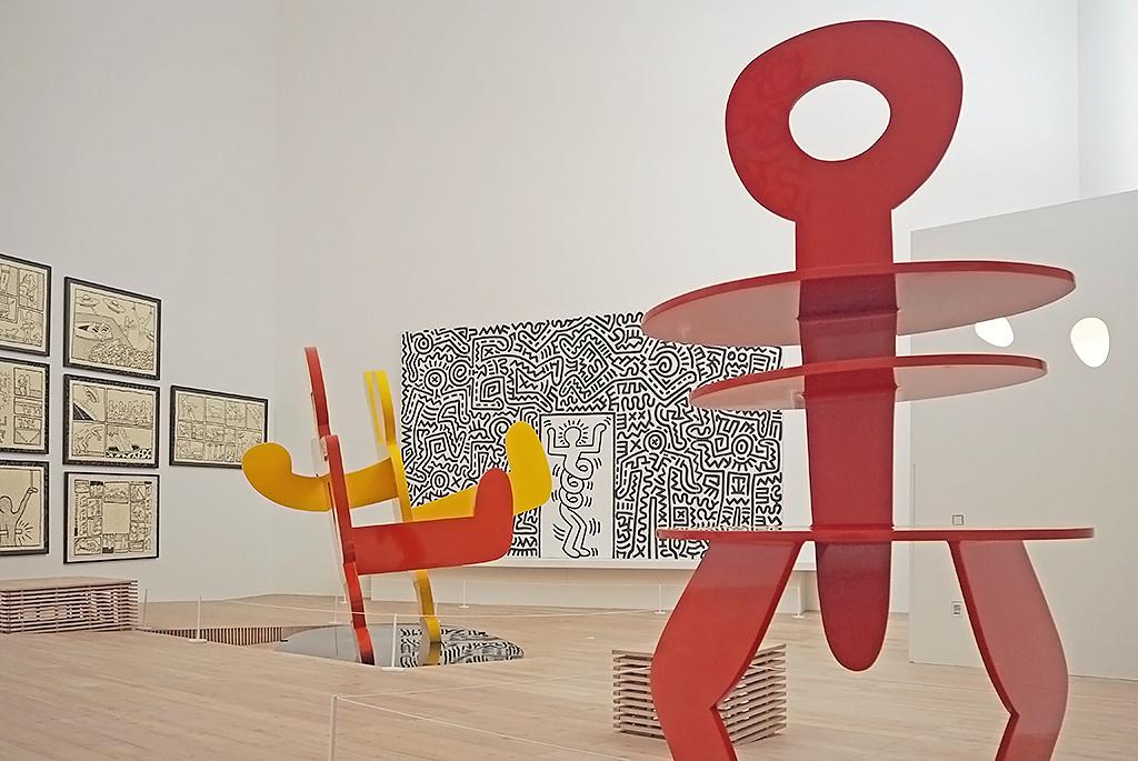 巨大な作品が並ぶ希望の展示室