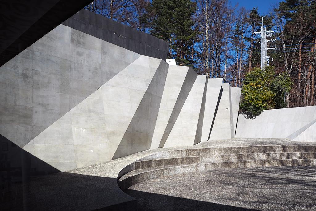 ダイナミックな壁のミュージアム・シアター