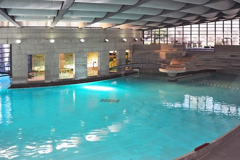 季節や天候を気にせず楽しめるプール「イルマーレ」
