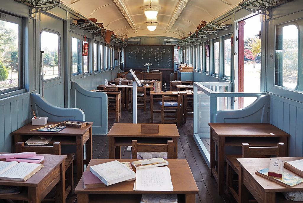 トットちゃんが通った電車の教室を再現