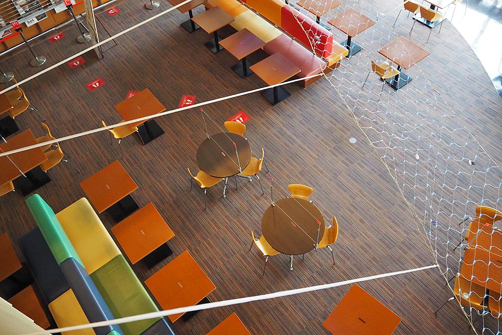 開放的で明るいカフェ