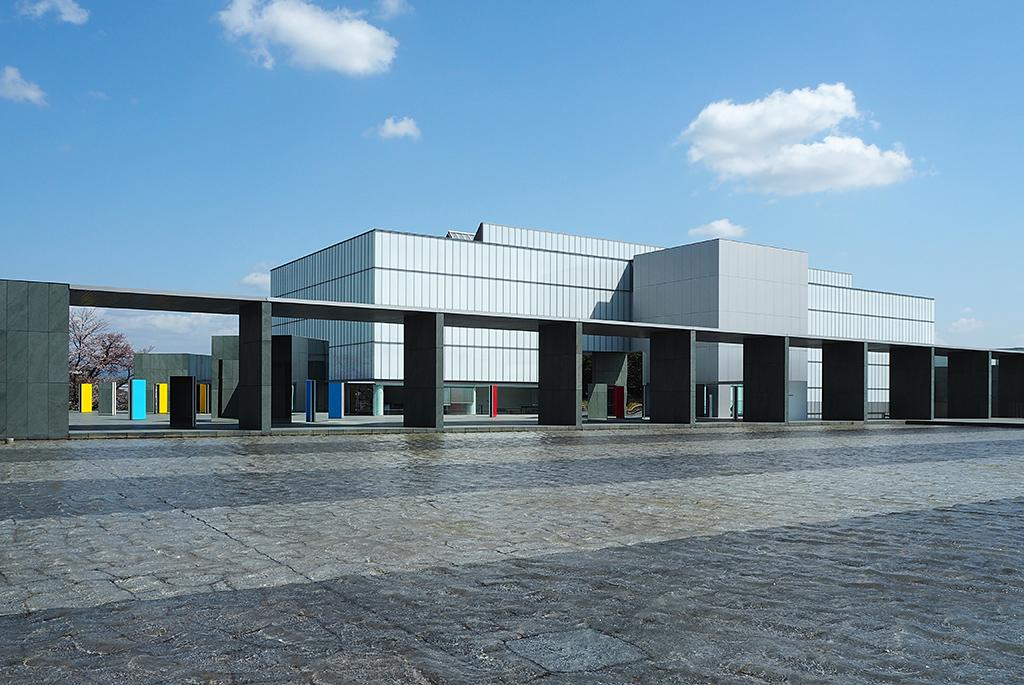 谷口吉生設計の直線的で美しい「豊田市美術館」