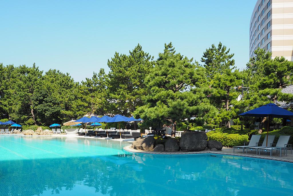 リゾート感満載のガーデンプール「ヒルトン東京ベイ」